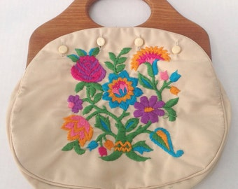 Vintage Bermuda bag handbag purse. 1980s.  Wood handle. 4 button style. Floral embroidery cover.
