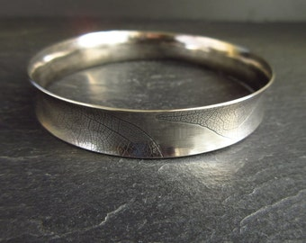 Curved sterling silver bangle, anti clastic form, leaf vein texture, anticlastic bangle, oxidized finish, silver bracelet, metalwork jewelry