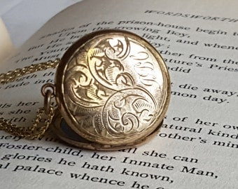 Vintage Photo Locket, With Chain, Antique Jewelry, Gift For Sister, Girlfriend Under 50, Great For Layering