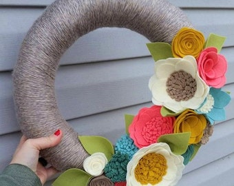 Spring wreath, yarn wreath, wildflower wreath, yarn wrapped wreath, felt flower wreath,neutral wreath, home decor, year round wreath