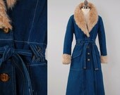 Vintage 70s denim trench coat with FAUX FUR collar and cuffs / Braided woven belt loops / brushed cotton indigo denim