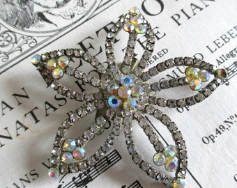 FaBuLouS ANTiQuE RHiNeSToNe FLoWeR PiN!