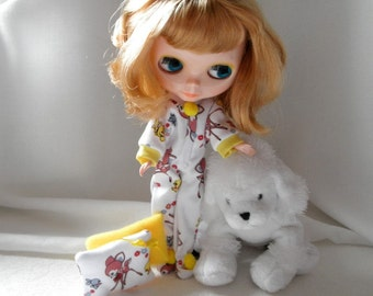 PAJAMAS  Footed Blythe n more w two pillows