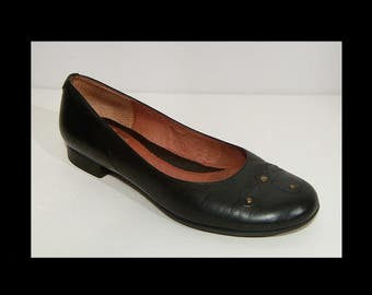 Clarks jet black studded leather shoes ~ UK 5 ~ US 7 ~ low heel flats ~ pumps loafers ~ British footwear ~ 7.5 ~ beautiful