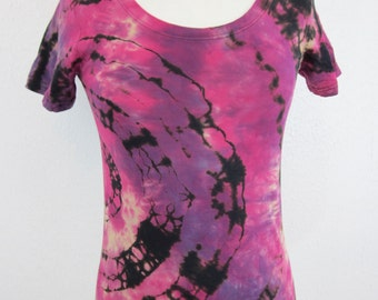 Size Medium Fuschia Purple and Black Shibori Scoop Neck T-shirt