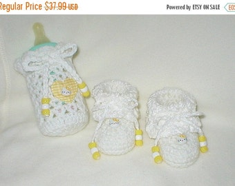 40% OFF RETIRING SALE Crochet Baby 0-3 Mts 4 Oz. Bottle Cover Kitties By Hello Kitty Booties Gift Set