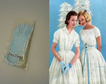 Easter Whispers - Vintage 1950s NOS Robin Blue Ben Berger Nylon Short Wrist Gloves w/Daisies - 6.5