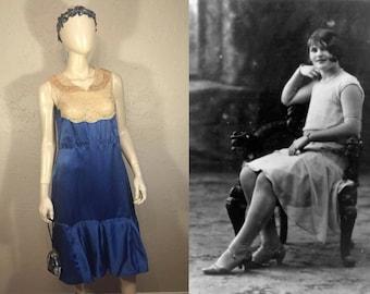 Upon Quiet Reflection - Vintage 1920s Blue Silk  & Ecru Lace Handmade Dress - 6/8