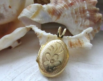 Valentines Sale 10k Locket Yellow Gold Small Oval Locket Etched Flower 1.26g