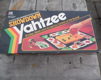 Yahtzee vintage 1991 SHOWDOWN YAHTZEE board game by Milton Bradley Shake Steal and Score for control of the board COMPLETE game