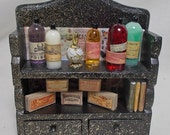 Dolls House Miniature small black gold potionpoison plant extract display (C)