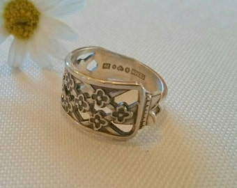 SILVER SPOON RING - Vintage Swedish floral design - recycled jewelry