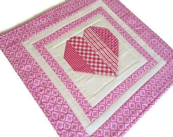 Valentine Table Topper, Quilted Table Runner, Patchwork Heart,  Mini Quilt, Valentine Runner, Red White Pink