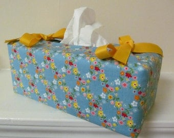 Tissue Box Cover/Pretty Flower