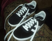 Vintage Xhilaration Sneakers Athletic Walking Shoe Black White Women's 8.5 Leather Suede Very Nice Condition