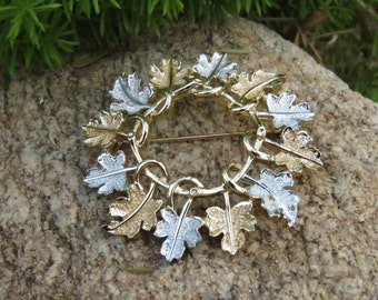 Vintage  Signed SARAH COVENTRY Gold Tone & Silver Tone Maple Leaf Wreath Brooch/Pin, Costume Jewelry, Autumn Wear