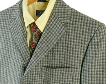 1960s Men's Check Sport Coat.  Richman Brothers Sportsman. Gray Wool Check Sack Jacket. 40 inch Chest and Waist. Size 36 – 37.