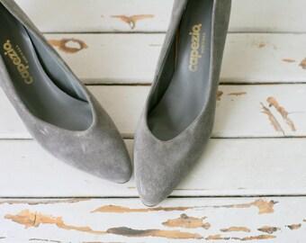 1980s FINE SUEDE Leather Designer Heels..size 79 women..shoes. heels. pumps. mod. glam. designer heels. suede heels. gray heels. wedding
