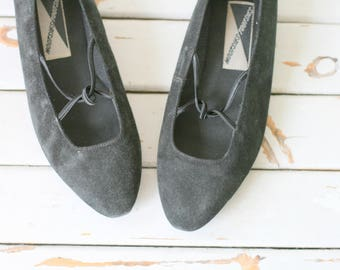 Vintage DESIGNER SUEDE Flats.size 7 womens..shoes. mootsies tootsies. retro. mod. designer. suede. black. ballet flats. 1980s flats. strappy