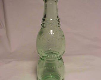 1926 Nu Grape a Flavor you Can't Forget Imatation Grape Juice Montpelier, VT. , Crown Top Aqua Deco Soda Bottle