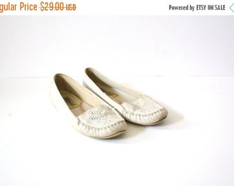 30% OFF VALENTINES SALE Vintage boho navajo flats // summer flats /// cream shoes // off white crochet flats // summer knit shoes // size 6