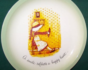 """1972 Holly Hobbie """"A Smile Reflects A Happy Heart""""  Collectors Plate"""