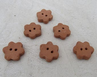 6 Small Terracotta Daisy Buttons