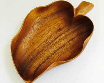 Mid Century Modern Teak Serving Bowl Hand Carved Vintage Monkey Pod Leaf Shaped Bowl Hawaii Boho Decor