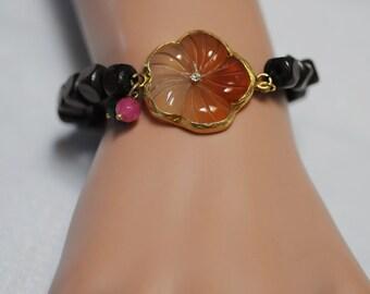 Flower Bracelet, Wooden Bracelet, Stretch Wooden flower bracelet, Gift for her, Birthday Gift, Everyday use, resin flower