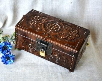 Jewelry box Wedding jewelry box Wooden box Ring box Jewelry box wood Jewelry ring box Jewelry box with key Jewellery box Wood carving B43