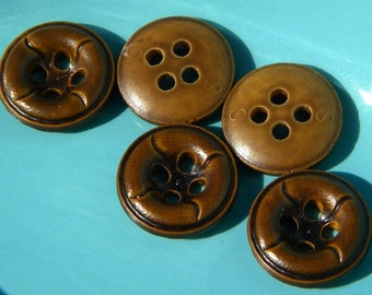 Buttons - reclaimed buttons - brown buttons - plastic buttons - craft supplies - buttons for sewing - round buttons