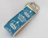 Mini key fob/ Crowns / Queen / Blue and ivory crowns