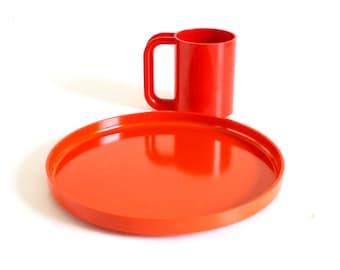 Red Heller Maxmug, Orange Heller Dinner Plate, Designed by Massimo Vignelli Melamine Dishes