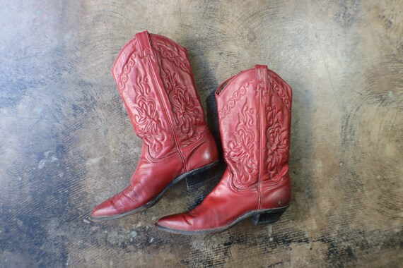 7 M Women's Cowboy Boots / Red Leather Western Boots / Vintage Shoes