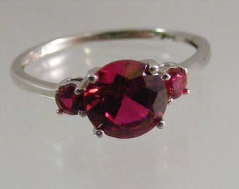 Vintage Simulated  Ruby Ring in Sterling Silver..... Lot 5293