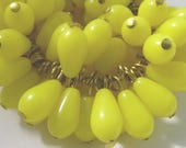 20 Vintage Sunny Yellow Plastic Teardrop Bead Charms Drops Pd820