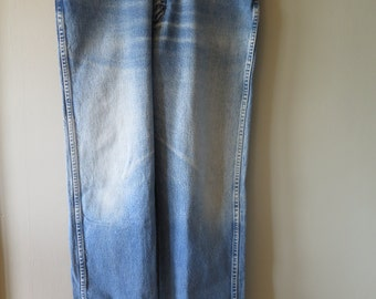 Vintage Wrangler High Waist Jeans With Faded Knees 34 x 32 100% Cotton