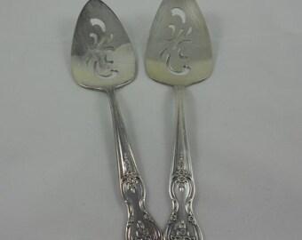 International Silver Wm Rogers 'Inspiration-Magnolia' Solid Pierced Pie Server Silver-Plate 2 TTL