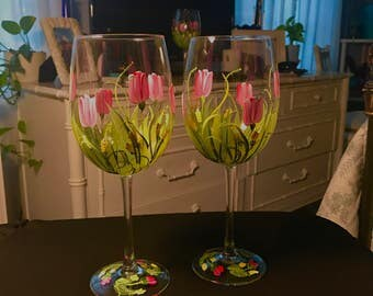 Free shipping Red tulip pair of wine glasses hand painted