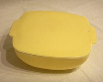 Pyrex Covered Casserole Solid Yellow Square 2 1/2 Qt 525 Lemon Sunshine Color