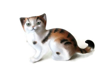 Royal Doulton Crouching Cat #2584 Peggy Davis 1970s Cat Lover Gift