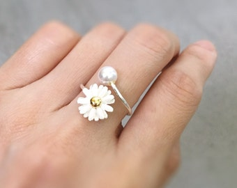 White Daisy Ring with Pearl. White Wedding Flower Ring. Engagement Ring. White Daisy and Pearl Ring. Adjustable Ring.