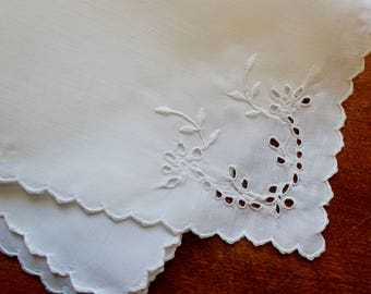 Vintage Napkins White Linen Luncheon Dinner Embroidered Madeira Cutwork 8 Perfect