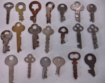 Lot of 20 Vintage Flat Rustic Keys For Crafts-Steampunk- Jewelry Making-Altered Art- Mix Media lot no. 62
