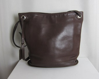 Vintage Large COACH Hobo Bucket Bag - C8C-4242 - Brown Leather Shoulder Bag - Made in USA - Classic - Fashion - Designer Collectible Purse