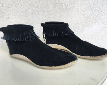 Vintage black suede bootie moccasins white leather soles fringe sz 8 M