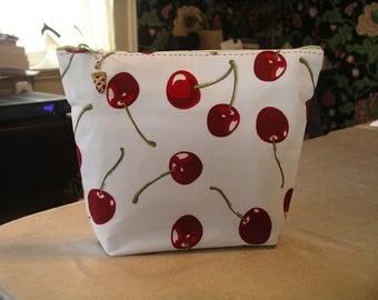 Red cherries Clutch