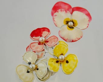 FREE Shipping Vintage Yellow Pink Pansy Scratter Pins Flower pair dual Brooch Set Lapel Pearl Enamel Paint Easter power Floral spring