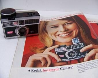 Vintage Kodak Instamatic 404 Camera in Black Case. Retro Camera. Vintage Photography. Film Camera.Photography Prop.Vintage Camera.Props.