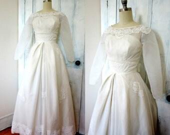 50s Wedding Dress - White Wedding Gown - Lace - XS - Crinoline - Long Sleeves